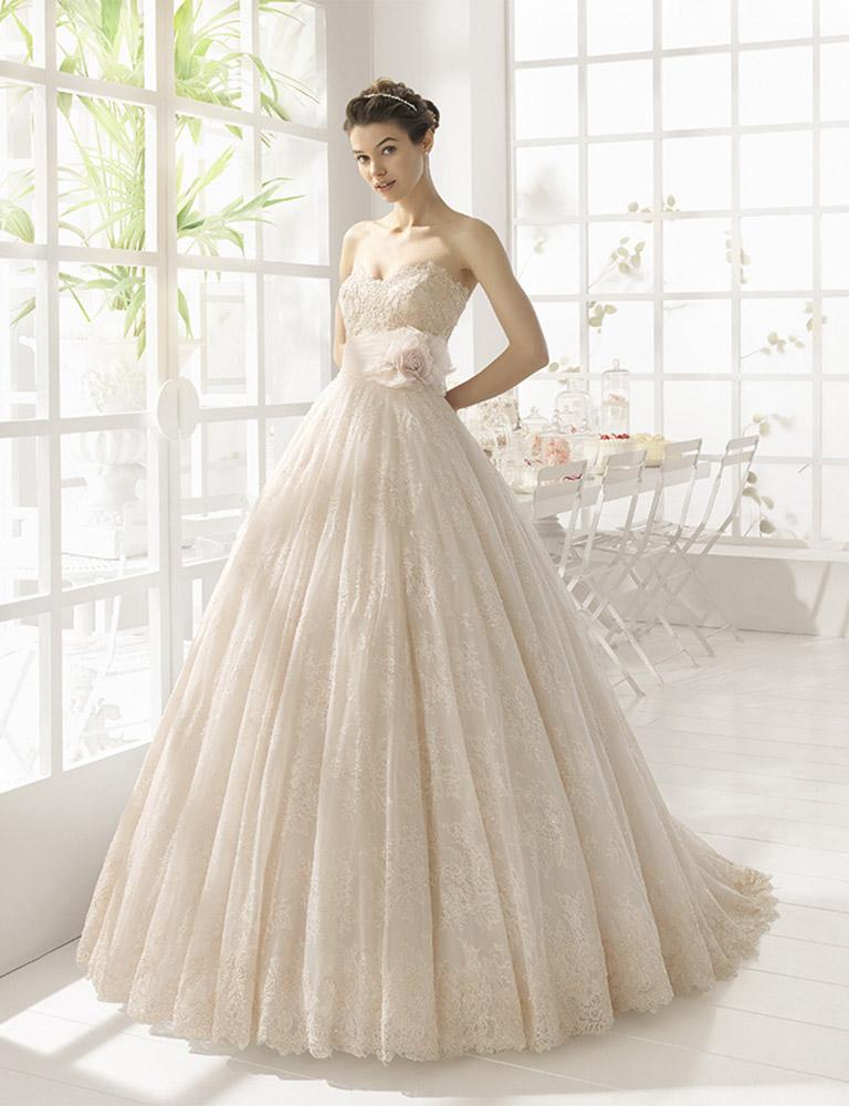 f0ab71a2c487 Come scegliere l abito da sposa giusto in base al proprio fisico ...