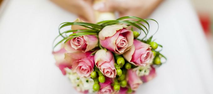 Come abbinare il bouquet all'abito da sposa: consigli e idee